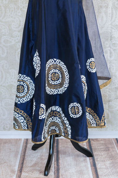 501087-suit-sleeveless-dark-blue-white-gold-circles-embroidered-scarf-skirt-view