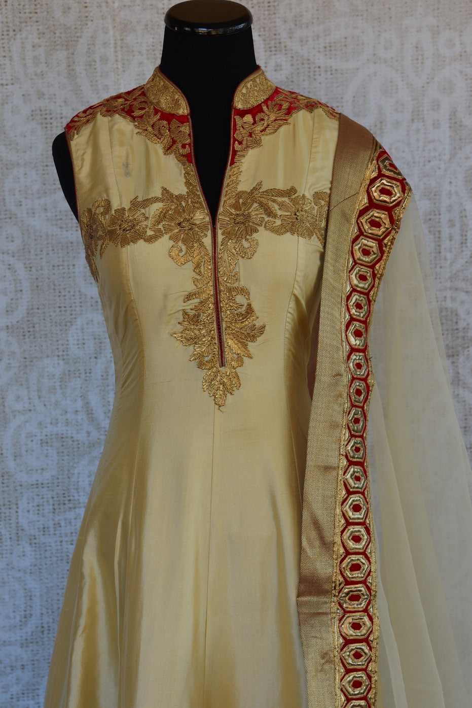 501362, Shop this Indian ethnic silk suit from Pure Elegance online or from our store in Edison near USA. It is perfect for any wedding, reception, sangeet or engagement. Top View.