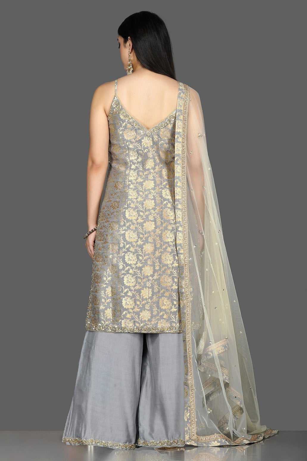 Buy lovely grey embroidered Banarasi kurta online in USA with crepe palazzo. Flaunt ethnic fashion with exquisite designer lehenga, Indian wedding dresses, Anarkali suits from Pure Elegance Indian fashion boutique in USA.-back