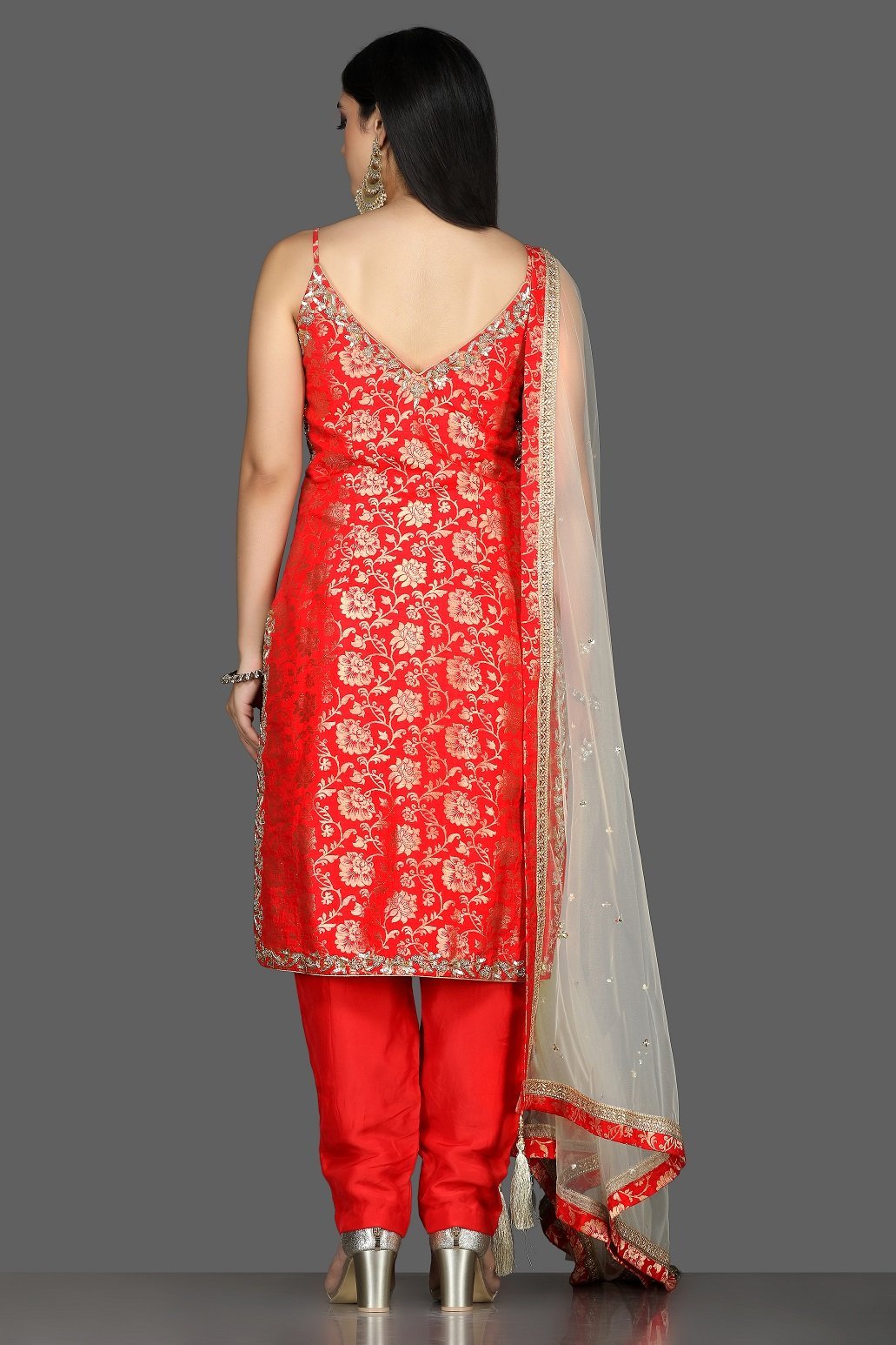 Buy bright red embroidered Banarasi kurta online in USA with crepe pants. Flaunt ethnic fashion with exquisite designer lehenga, Indian wedding dresses, Anarkali suits from Pure Elegance Indian fashion boutique in USA.-back