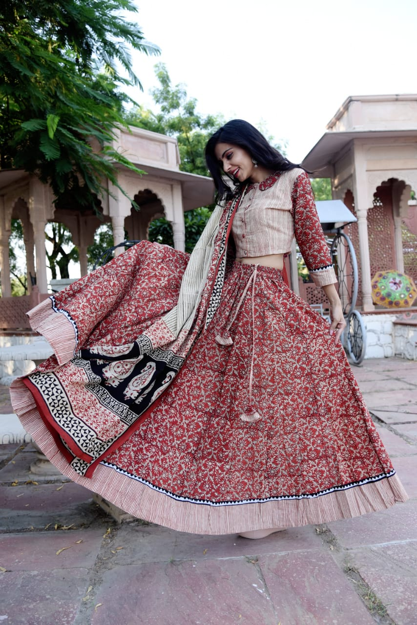 Shop gorgeous red Bagru block print skirt set with matching dupatta. Shop designer Indian clothing, designer lehengas, designer Anarkali, gharara suits, palazzo suits, Indian dresses in USA from Pure Elegance Indian fashions store for parties and special occasions.-side