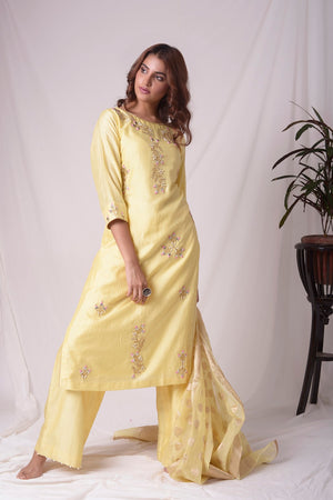 Buy yellow silk suit online in USA with kachi patti work. Be the talk of parties and weddings with exquisite designer gowns, sharara suits, Anarkali suits, salwar suits from Pure Elegance Indian clothing store in USA. Shop online now.-full view-2