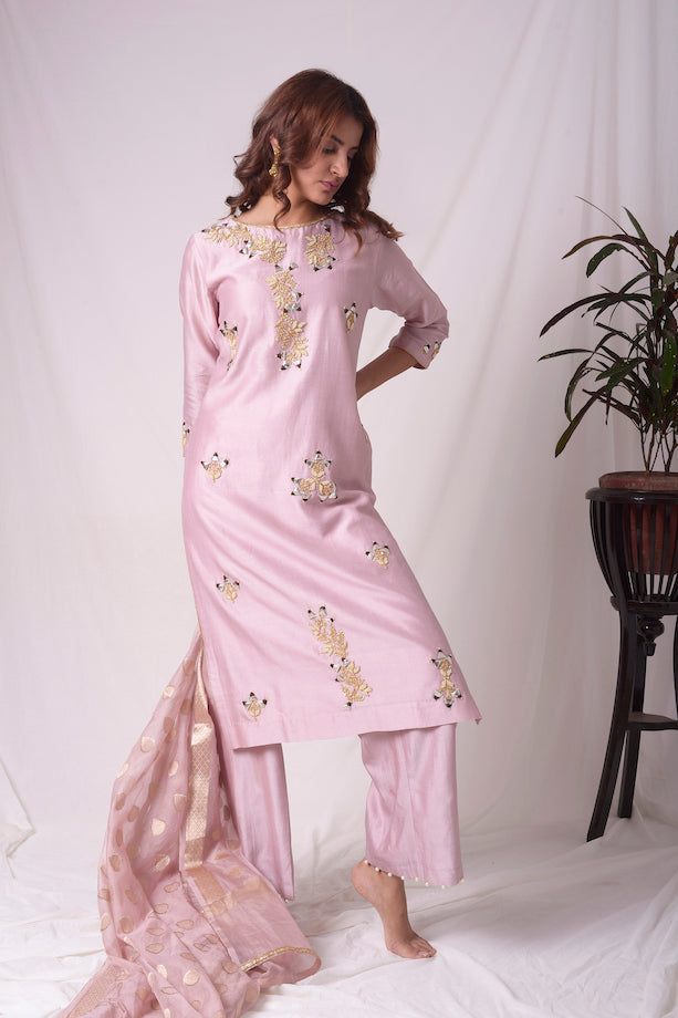 Buy purple chanderi suit online in USA. Be the talk of parties and weddings with exquisite designer gowns, sharara suits, Anarkali suits, salwar suits from Pure Elegance Indian clothing store in USA. Shop online now.-side view