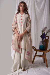 Buy off-white cotton linen suit online USA. Suit has pink design work.It has 3/4 length sleeves with white palazzo and pink duppatta which has mix badi booti. Simple look makes it elegant. Be the talk of parties and weddings with exquisite designer gowns from Pure Elegance Indian clothing store in USA. Shop online now.-full view