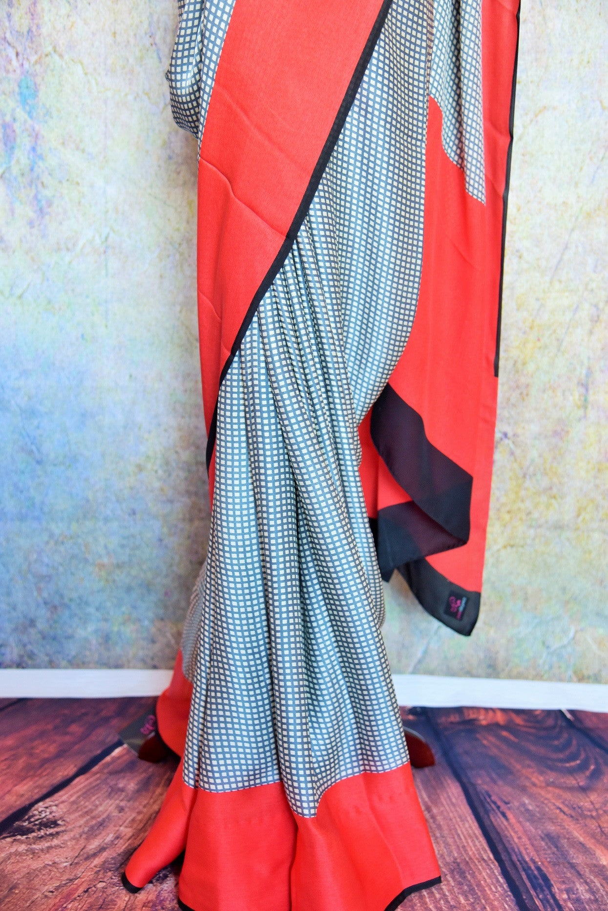 90B570 This printed saree is ideal for party wear & small Indian wedding functions. With a checked pattern & red border, this ethnic crepe silk saree will be a lovely addition to your ethnic clothing wardrobe.