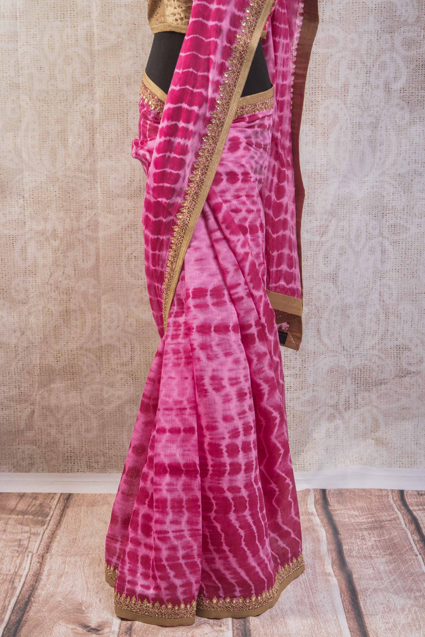 90b806 Versatile tie dye saree from India with an embroidered blouse and border. The beautiful pink Indian sari online at Pure Elegance is wonderfully versatile and can be worn to many festive occasions.