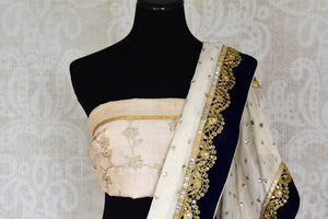 Shop off-white shimmer saree online in USA with net embroidered border from Pure Elegance. Let your ethnic style be one of a kind with an exquisite variety of Indian handloom sarees, pure silk sarees, Bollywood sarees from our exclusive fashion store in USA.-blouse pallu