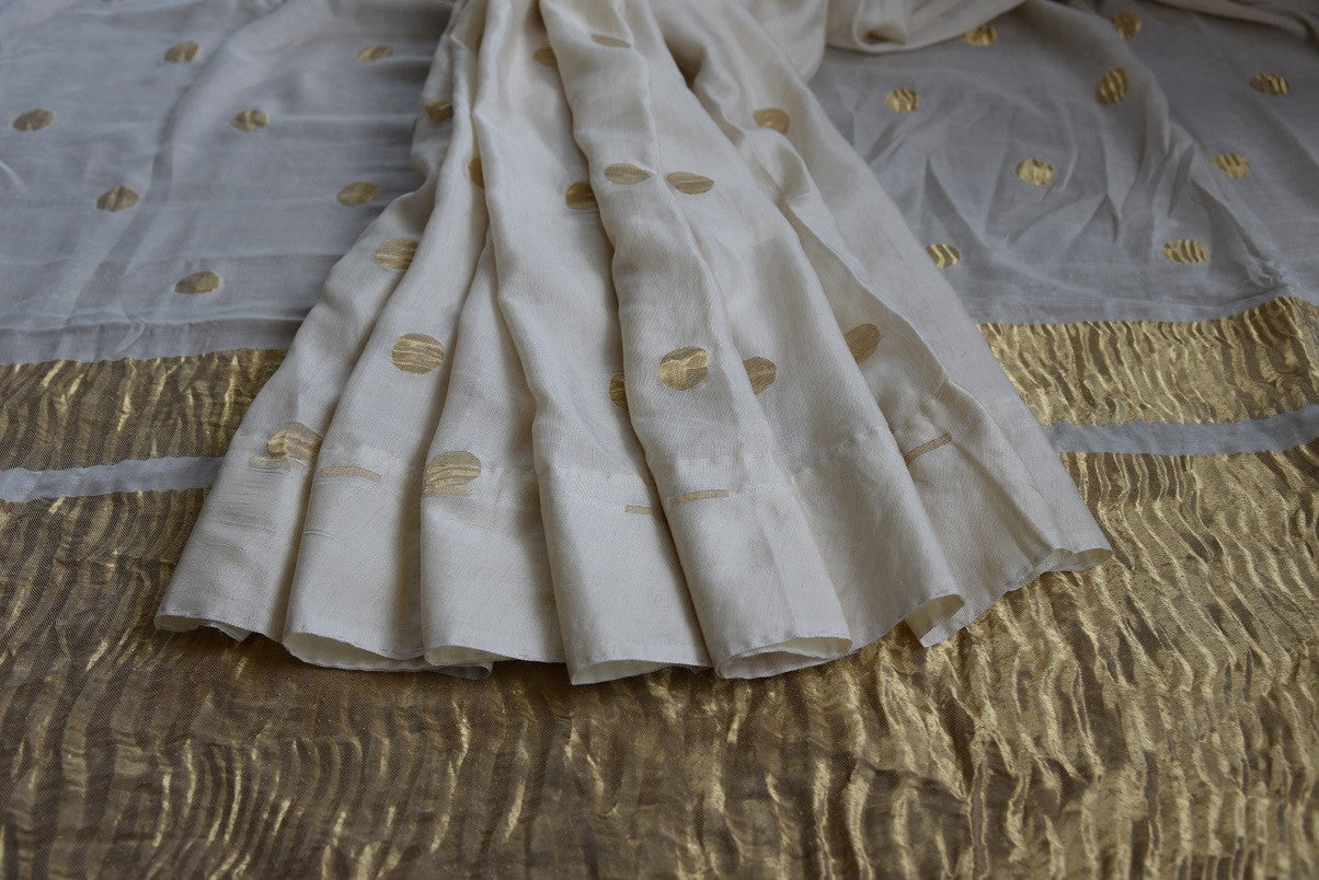 Tussar Banarasi saree in white with gold crinkled banarasi pallu. Ethnic as well as contemporary saree.-close up