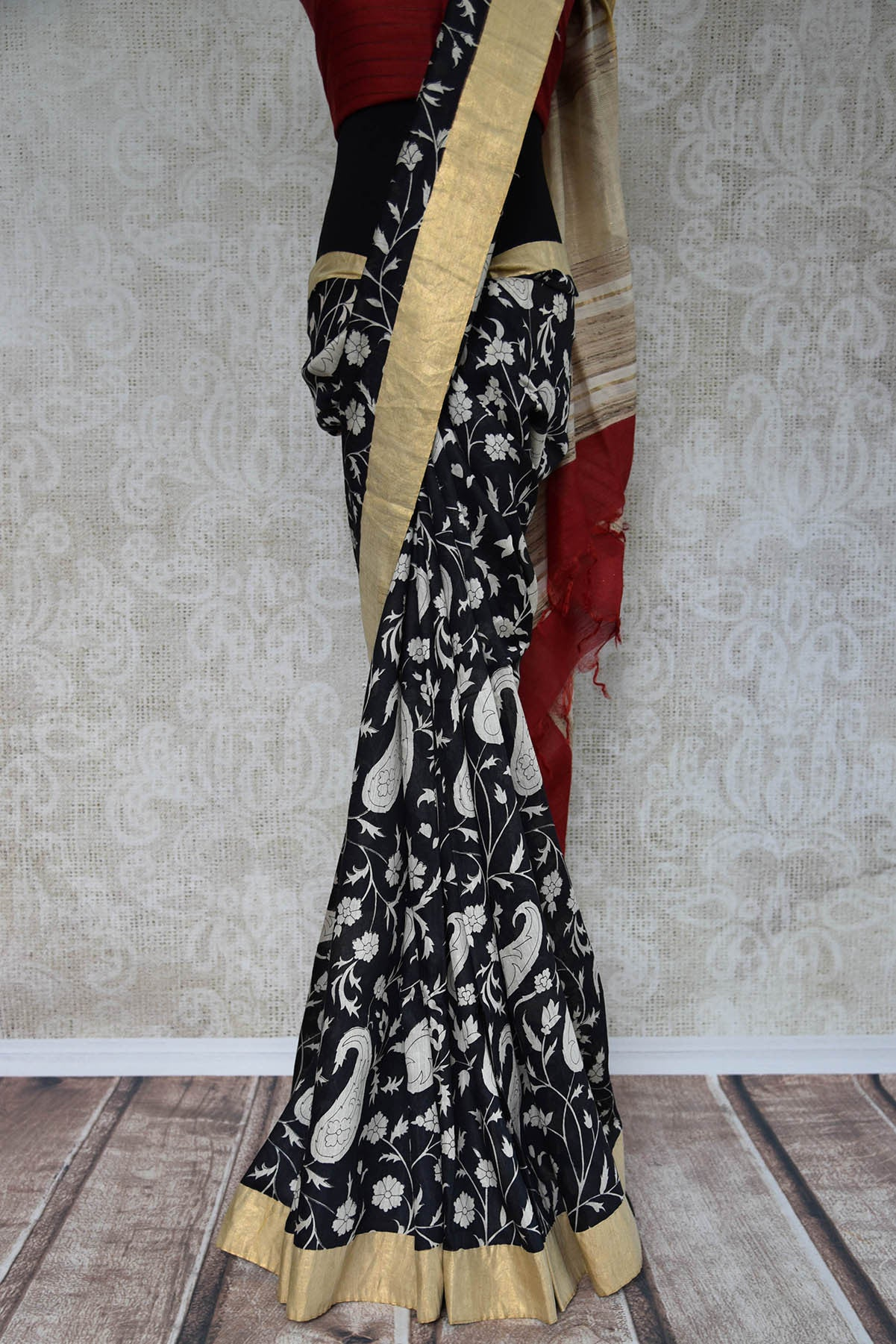 90C833 Black & White Printed Linen Saree