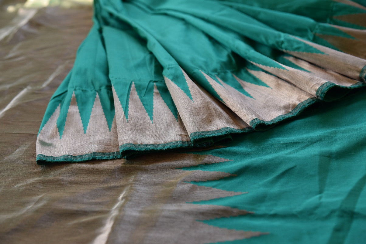 Buy green Banarasi silk saree online from Pure Elegance. Our Indian fashion store in USA brings an exquisite collection of woven Banarasi sarees in USA for women.-details2