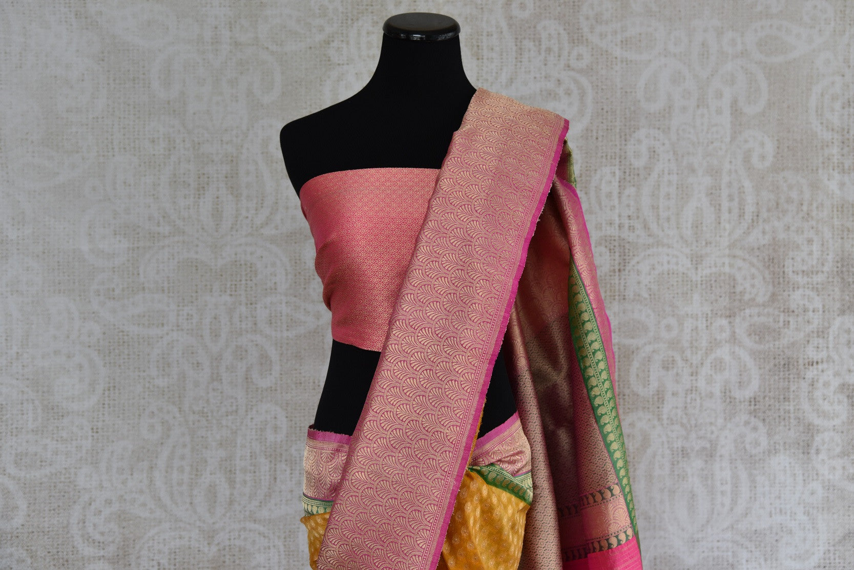 Ethnic and classic tissue banarasi saree with green and pink border and pallu. Perfect for all Indian events.-pallu