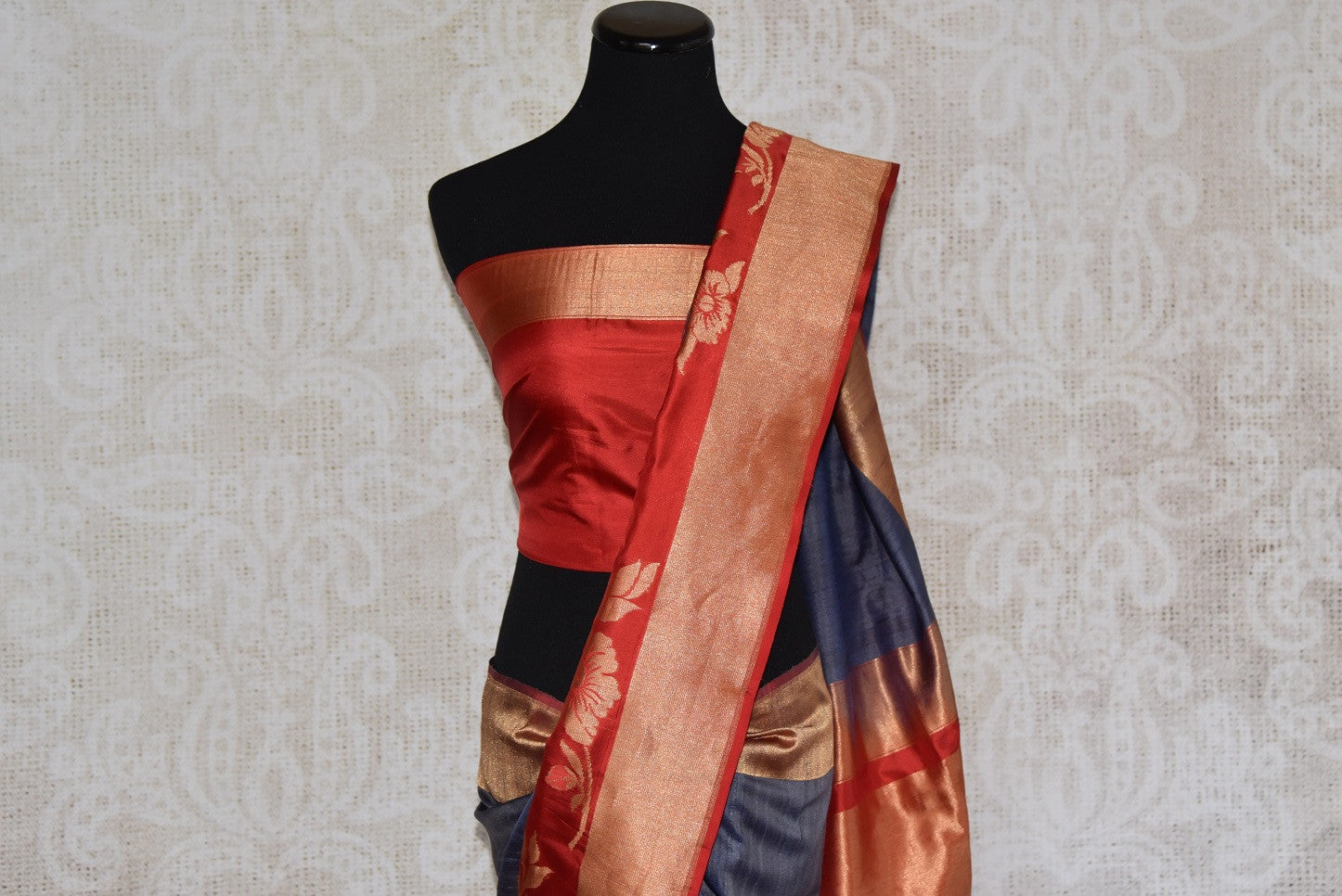 Shop this Indian traditional grey and golden tussar banarasi saree from Pure Elegance online or from our store in USA. Perfect for any reception, wedding or sangeet. Top View.