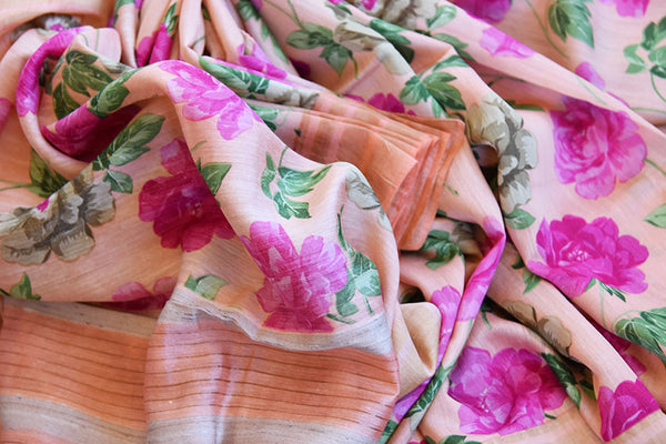 Buy this ravishing peach linen Indian saree with printed floral design and peach gold border from Pure Elegance online with peach linen blouse. Great for parties-Close Up