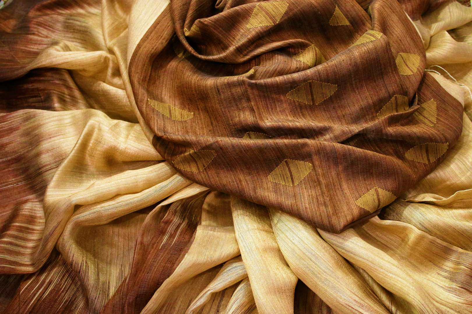 Buy beige matka silk saree with brown border online in USA. Pure Elegance fashion store brings a stunning range of ethnic Indian silk sarees for weddings in USA.-details
