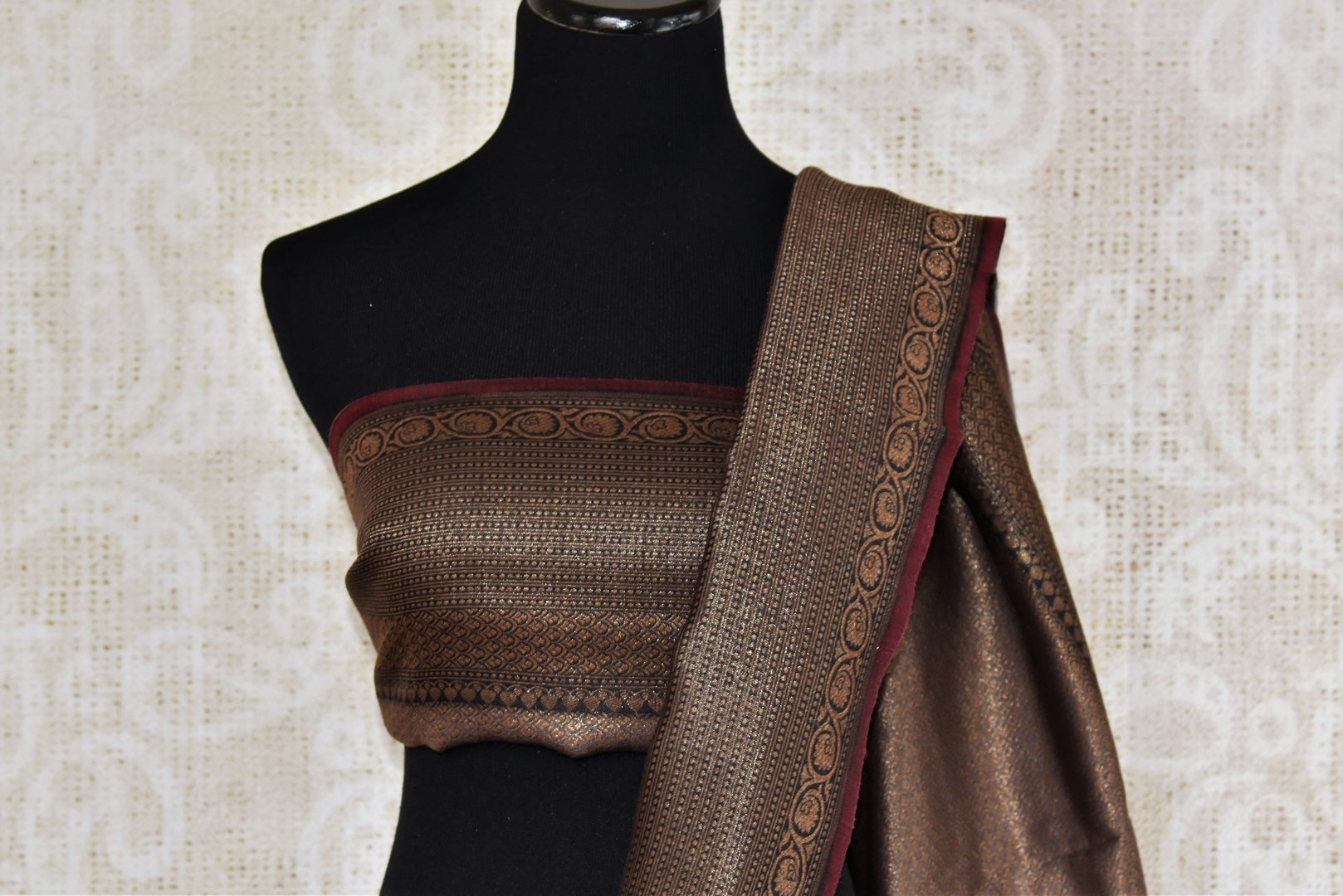 Buy grey tussar silk saree online in USA with Banarasi zari border. The alluring drape is a perfect choice for festive and special occasions. For more such Indian designer silk sarees in USA, shop from the exquisite collection at Pure Elegance Indian clothing store.-blouse pallu