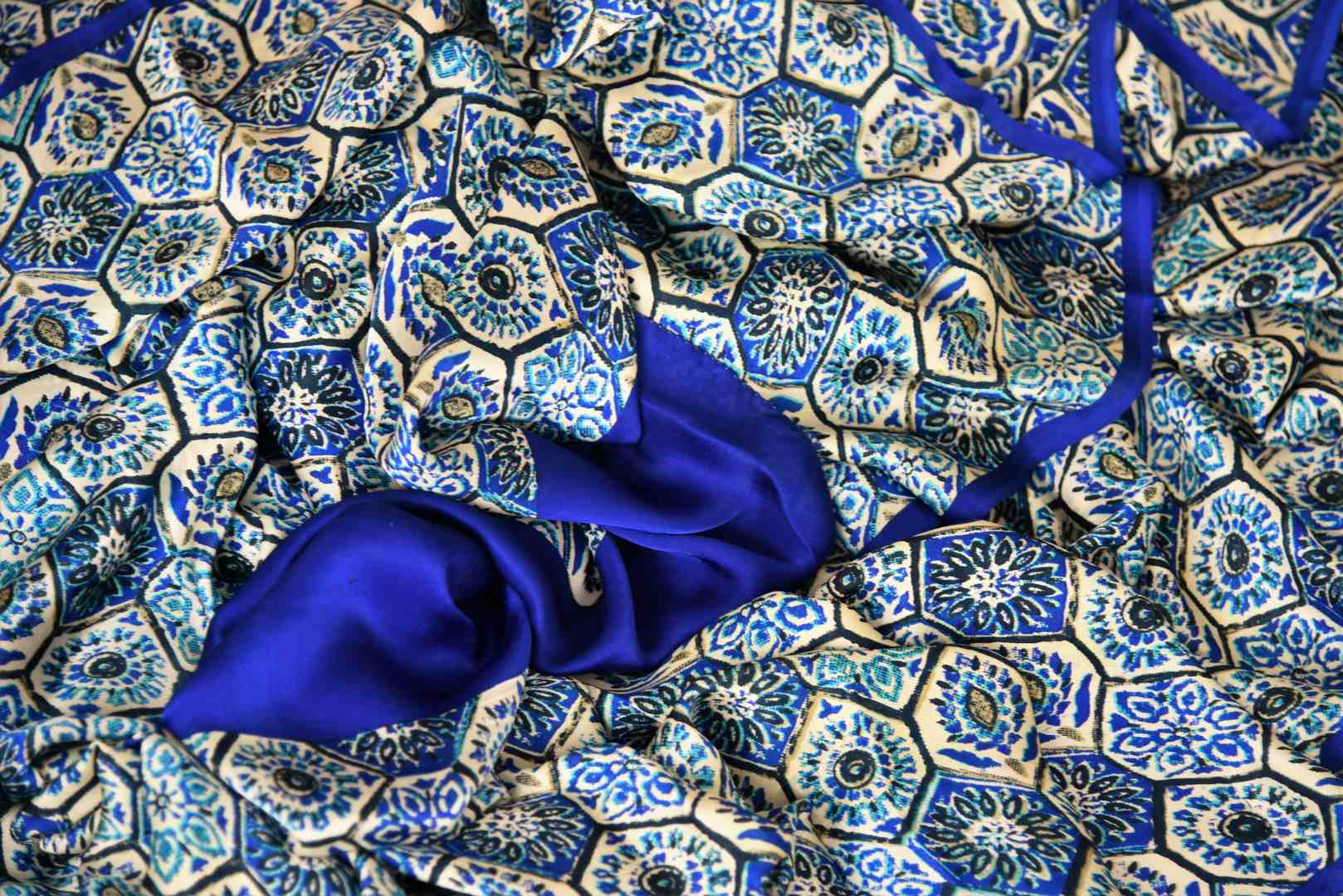 Shop blue printed crepe silk saree online in USA. Make your ethnic wardrobe rich with Indian designer sarees available at Pure Elegance exclusive clothing store in USA or shop online.-details