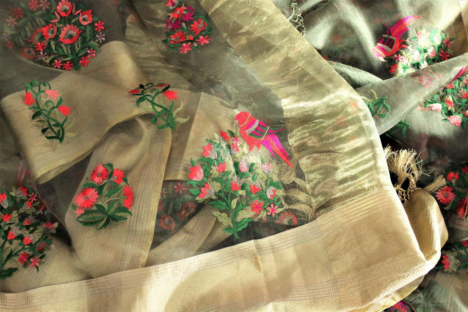 Dreaming hues blend in this green floral work organza saree. The statement-worthy gold zari border on the nine yards along with the same coloured blouse. Style this sari to parties, special events, or formal events. Shop designer silk sari, chiffon saree, embroidered sari online or visit Pure Elegance store, USA. -details