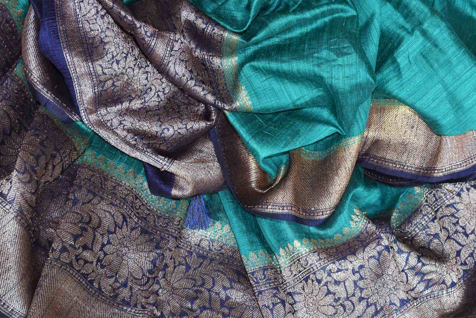Accentuate your beauty with this exclusively designed mint green matka banarsi silk saree. It comes with a gorgeous zari handwoven border and a contrasting royal blue zari blouse. Complement the sari with pearl jewelry. Shop designer banarsi silk sari, organza saree, linen sari online or visit Pure Elegance store, USA.-details