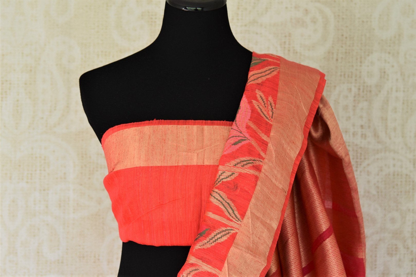 Buy dark pink chanderi Banarasi saree online in USA with floral design. Shine with the beauty of woven Indian Banarasi sarees available at Pure Elegance exclusive Indian clothing store in USA or browse through our website and shop online.-blouse pallu