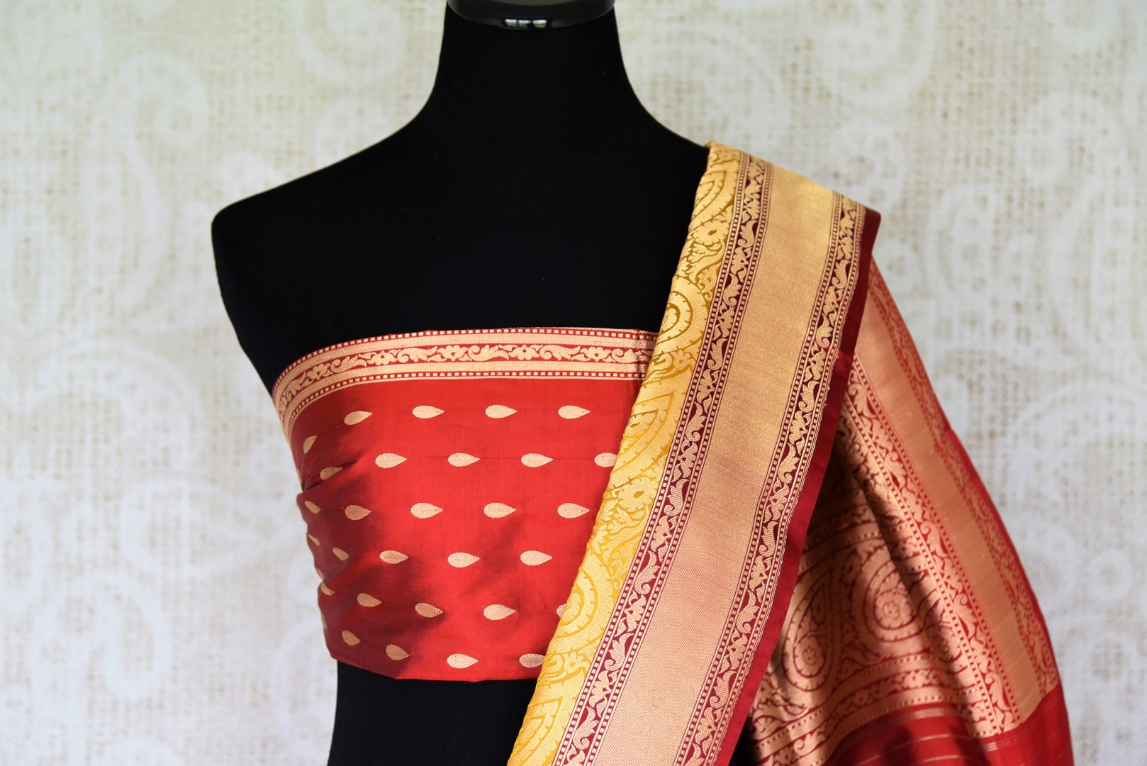 Exude elegance in our royal blue banarsi silk authentic sare. The subtle contrast of cream zari border complemented with the deep rich red buta work blouse is indeed a spectacular sight. Style this to weddings and parties. Shop designer silk sari, chiffon saree, linen sari online or visit Pure Elegance Store, USA. -blouse pallu