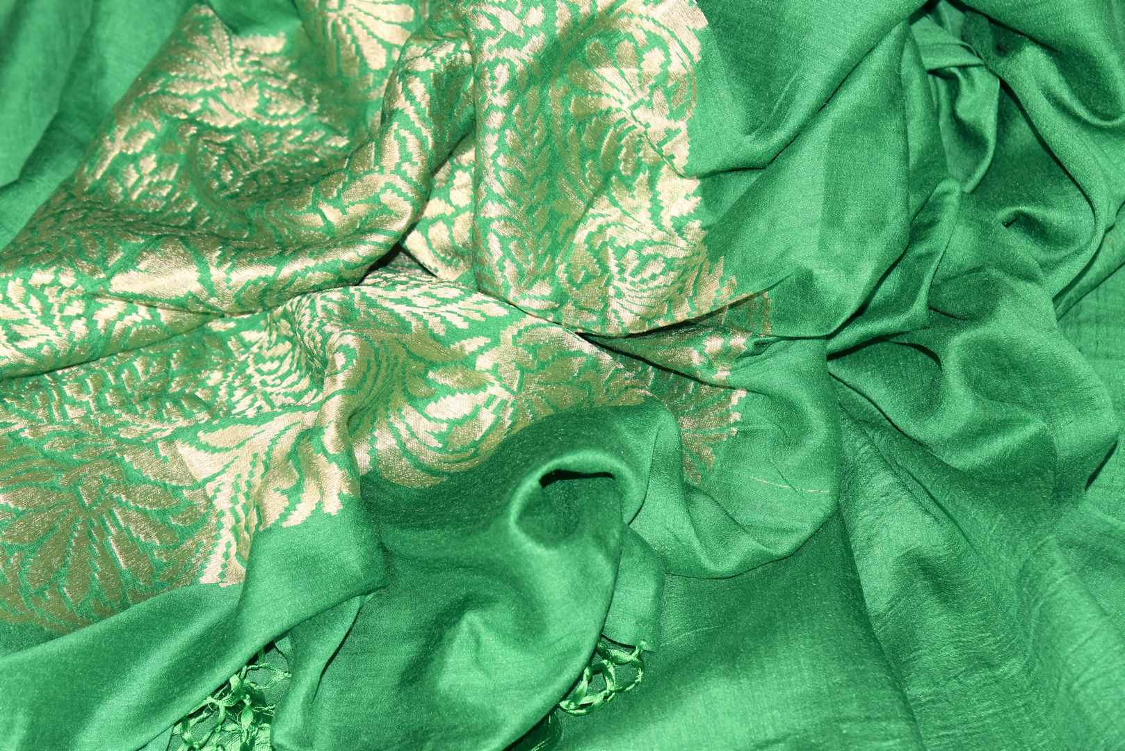 Satiate your saree appetite in this green muga silk drapery with a gorgeous silver zari work designed on the pallu. Style this piece with a statement red zari designer blouse to add a pop of color. Shop handcrafted silk saris, linen saree, chiffon saree online or visit Pure Elegance store, USA.-details