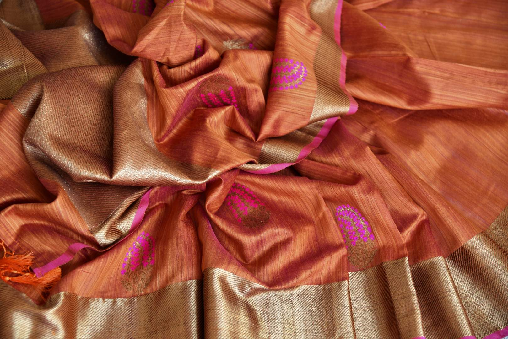 Exude sheer elegance in this gorgeous brown matka banarsi silk saree. It comes with a stunning zari weave border gracing the sari. Style it with a statement zari gold weave blouse to ooze the oomph. Shop handcrafted designer silk saris, printed saree, embroidery sari online or visit Pure Elegance store, USA.-details