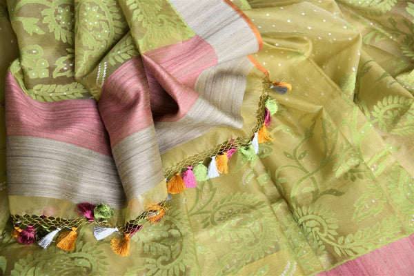 Buy light green organza Banarasi saree online in USA with pink border. Add beautiful Indian Banarasi sarees from Pure Elegance Indian clothing store in USA to your ethnic wardrobe now. You can also shop online at the comfort of your home.-details