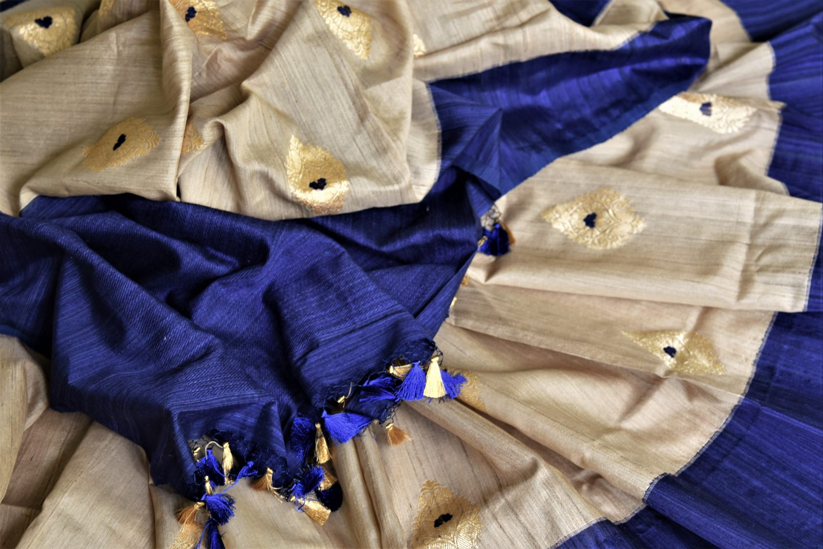 Buy cream Banarasi silk saree online in USA with blue border and zari buta. Give your Indian look an extra style edge with beautiful Indian designer saris available at Pure Elegance Indian clothing store in USA or shop online.-details