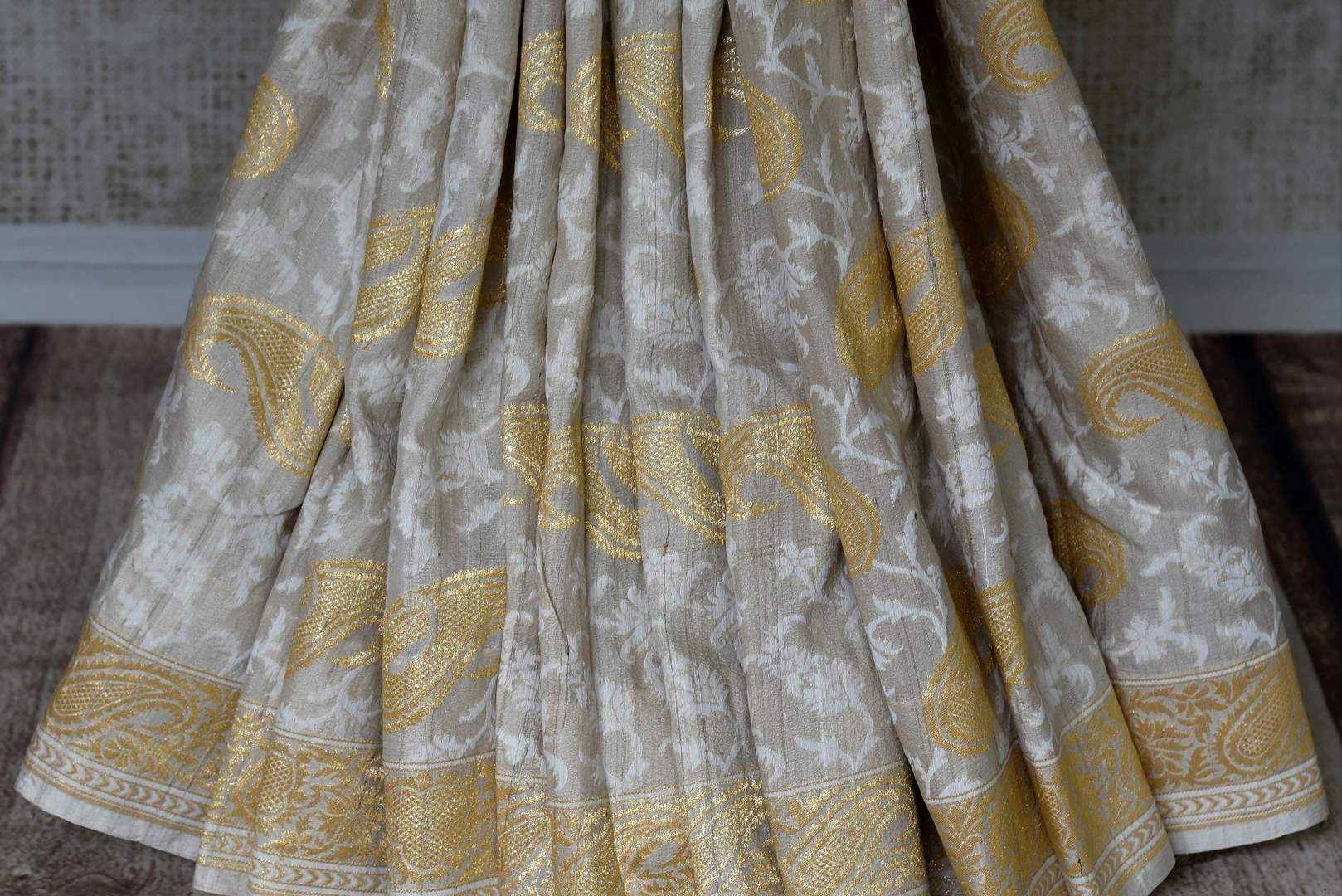 Buy elegant off-white khaddi Banarasi saree with zari border online in USA. Adorn your style with a range of exquisite handwoven sarees from Pure Elegance Indian clothing store in USA. We have an exquisite range of Indian designer sarees, silk saris, Banarasi saris and many other varieties also available at our online store.-pleats