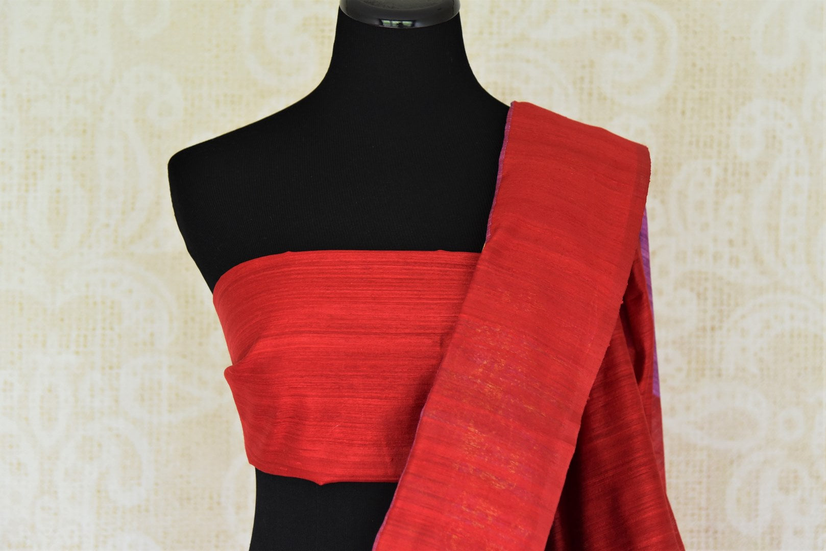 Buy purple matka Banarasi saree online in USA with red border. Give your Indian look an elegant touch with beautiful Indian Banarasi sarees available at Pure Elegance Indian clothing store in USA or shop online.-blouse pallu