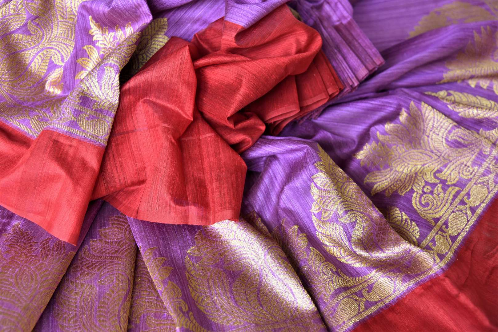 Buy purple matka Banarasi saree online in USA with red border. Give your Indian look an elegant touch with beautiful Indian Banarasi sarees available at Pure Elegance Indian clothing store in USA or shop online.-details