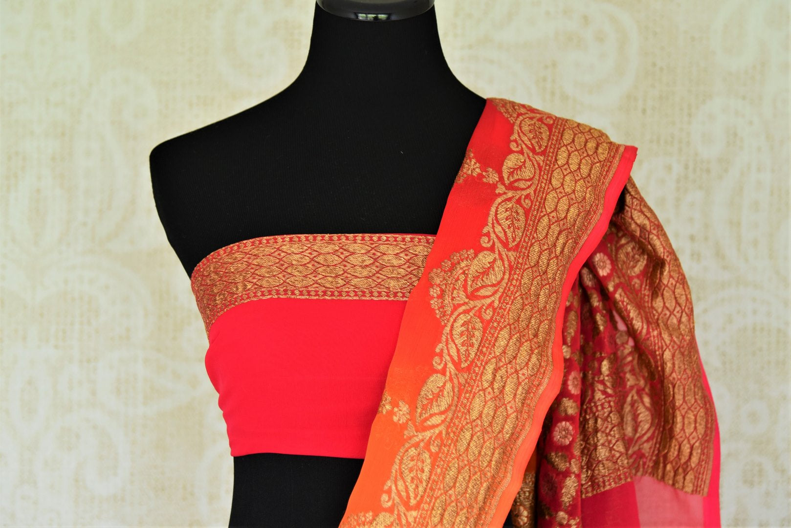 Buy online pink and orange georgette Banarasi saree in USA with floral design. Give your look an elegant touch with beautiful Indian sarees available at Pure Elegance Indian fashion store in USA or shop online.-blouse pallu