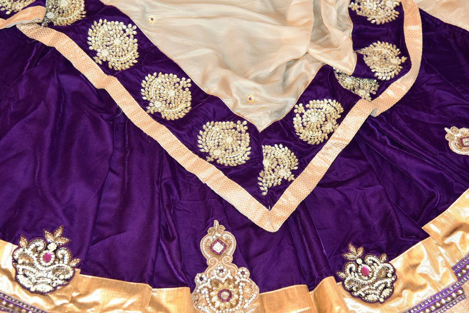 90G240 Purple Embroidered Shimmer Saree