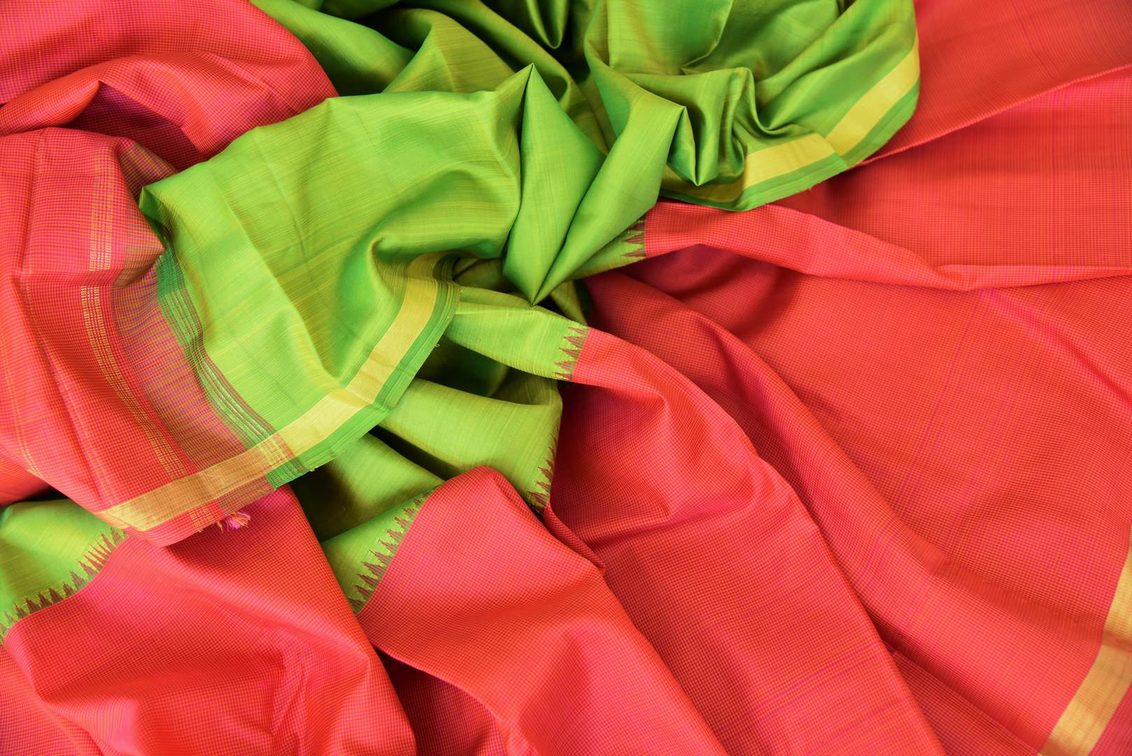 Shop green and red color Kanjivaram silk saree online in USA. Make your Indian saree look rich with beautiful Indian Kanchipuram silk sarees from Pure Elegance Indian clothing in USA or shop online.-details