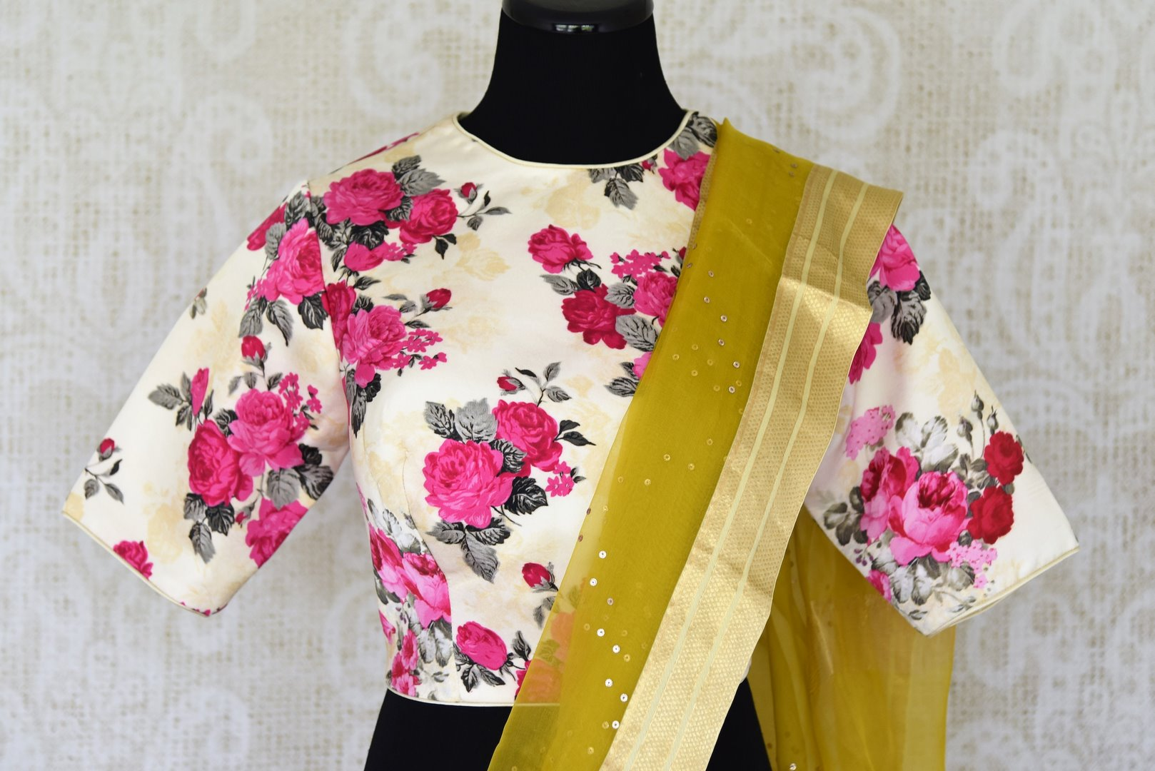 Buy mehendi color organza silk saree with zari border online in USA. It comes with a beautiful floral print designer saree blouse. Take your Indian style a notch up with a range of beautiful Indian clothing from Pure Elegance. We have a range of traditional Indian sarees, designer sarees in USA online and our fashion store.-blouse pallu