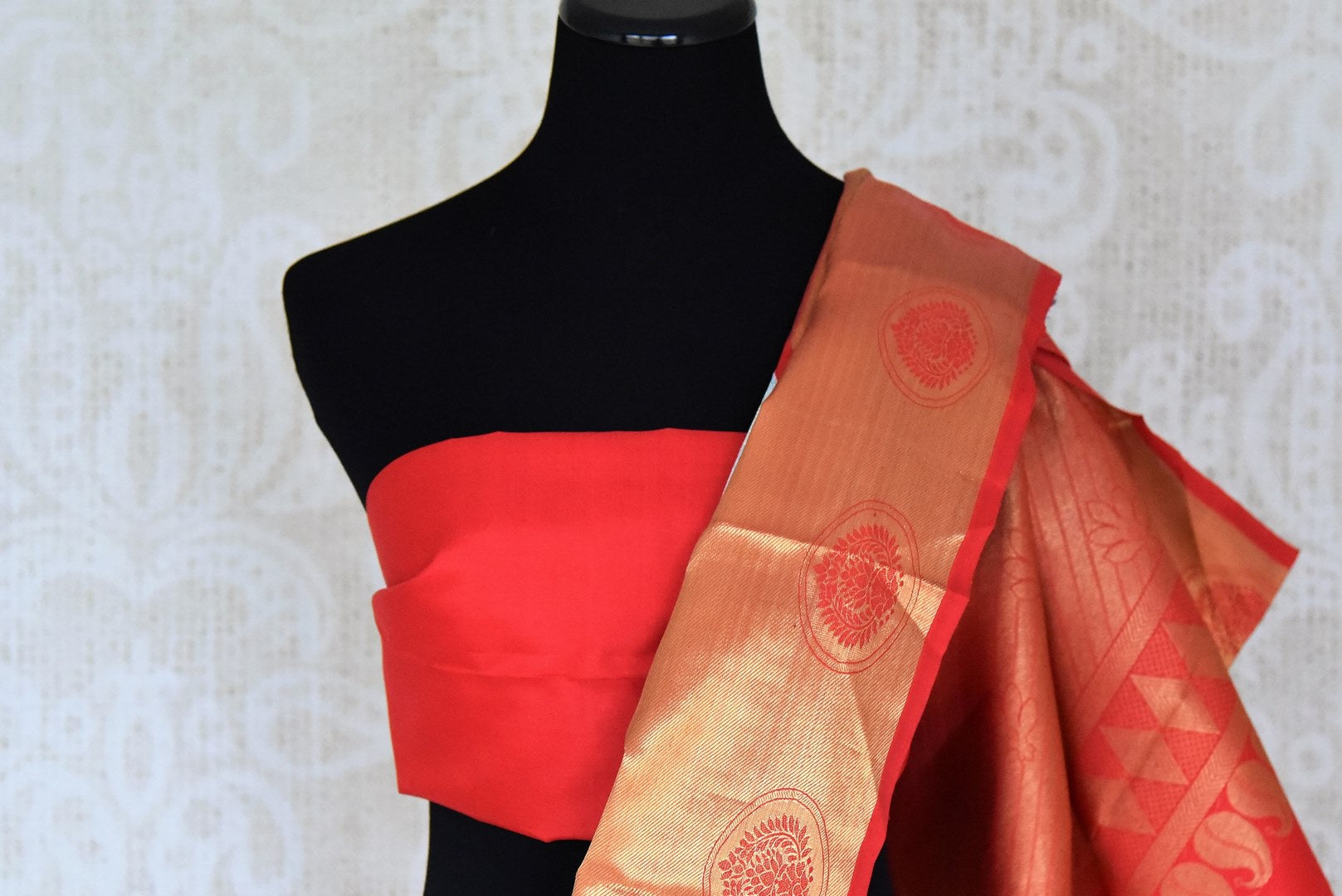 Buy sky blue silver zari saree with red gold zari border online in USA from Pure Elegance. Make your ethnic style perfect with a range of exquisite Indian designer saris with blouses, embroidered sarees, pure handloom sarees available at our exclusive Indian fashion store in USA and also on our online store. Shop now.-blouse pallu