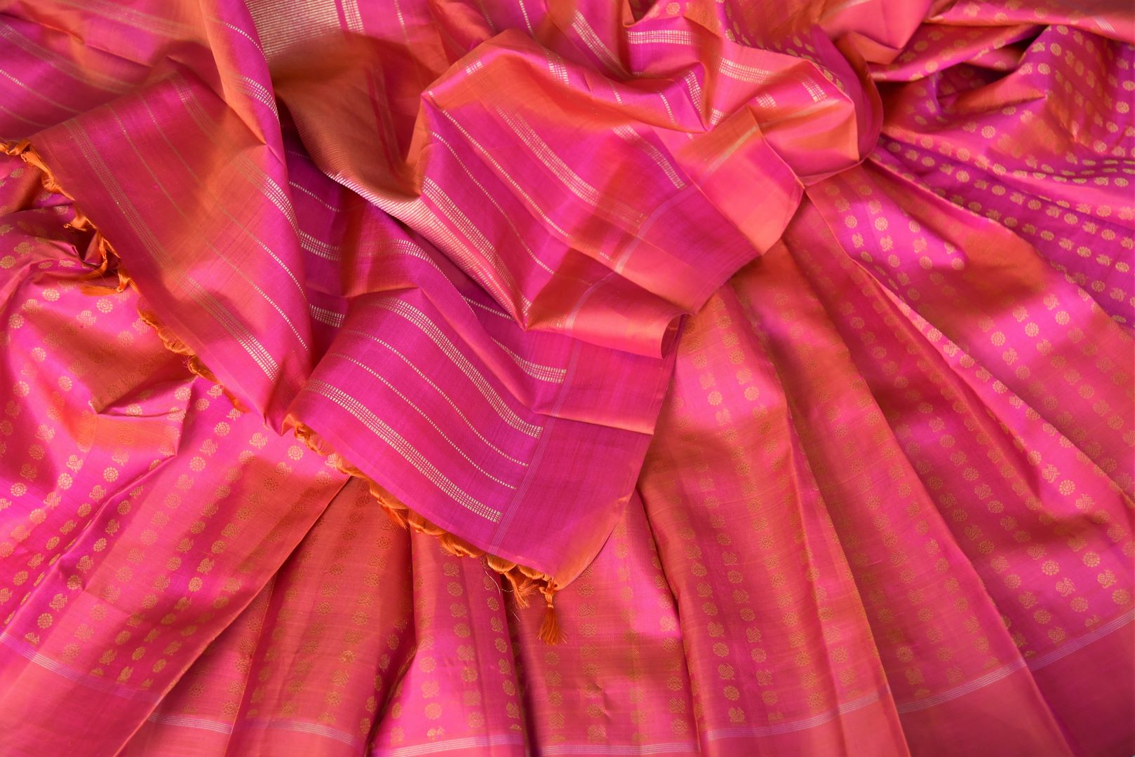 Buy orange pink Kanchipuram saree online in USA with peacock and flower zari buta. Shine bright in best of Indian designer sarees from Pure Elegance Indian fashion store in USA on special occasions. Choose from a splendid variety of Kanjivaram silk sarees, Banarasi sarees, pure handwoven saris. Shop online.-details