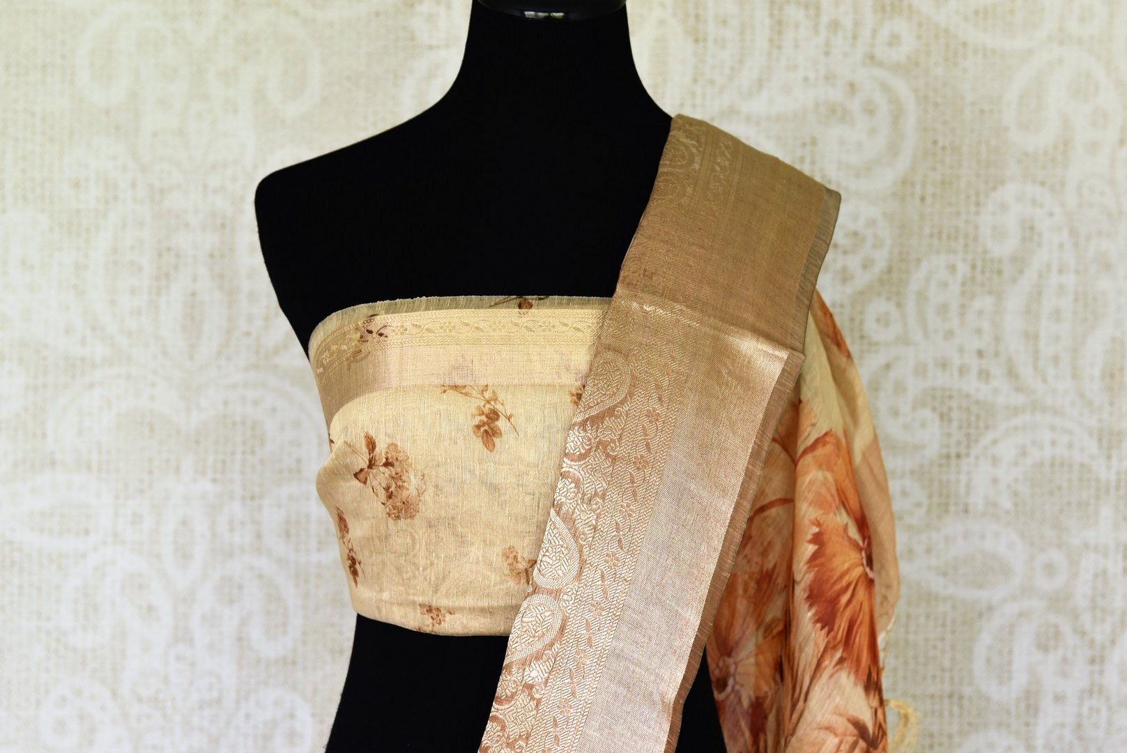 Buy cream floral print linen Benarasi saree online in USA with golden border. Update your saree wardrobe with stunning Indian handwoven sarees from Pure Elegance Indian fashion store in USA. Shop now.-blouse pallu