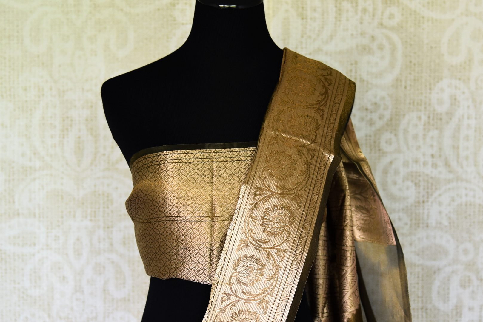 Shop golden green printed tissue linen sari online in USA with golden border. Update your saree wardrobe with stunning Indian handwoven sarees from Pure Elegance Indian fashion store in USA. Shop now.-blouse pallu