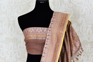 Beautiful brown Jamdani Banarasi saree for online shopping in USA. Get floored by a vibrant collection of Indian designer sarees at Pure Elegance Indian fashion store in USA. Choose from a beautiful range of Indian handloom saris, silk saris, Banarasi sarees for weddings and special occasions.-blouse pallu