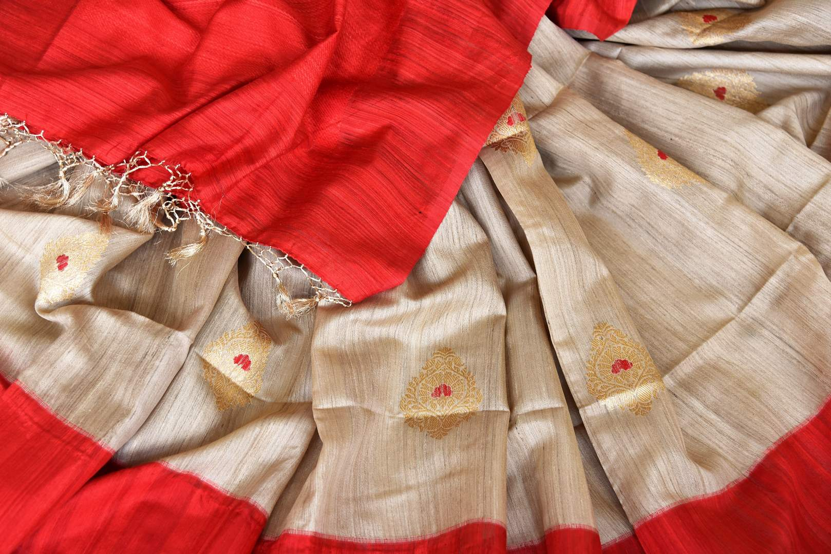 Shop beige tussar Banarasi saree online in USA with zari buta. Keep your wardrobe update with latest Indian handwoven saris from Pure Elegance Indian fashion store in USA. Shop beautiful Benarasi sarees, pure silk sarees, Kanchipuram sarees for Indian women in USA from our online store.-details