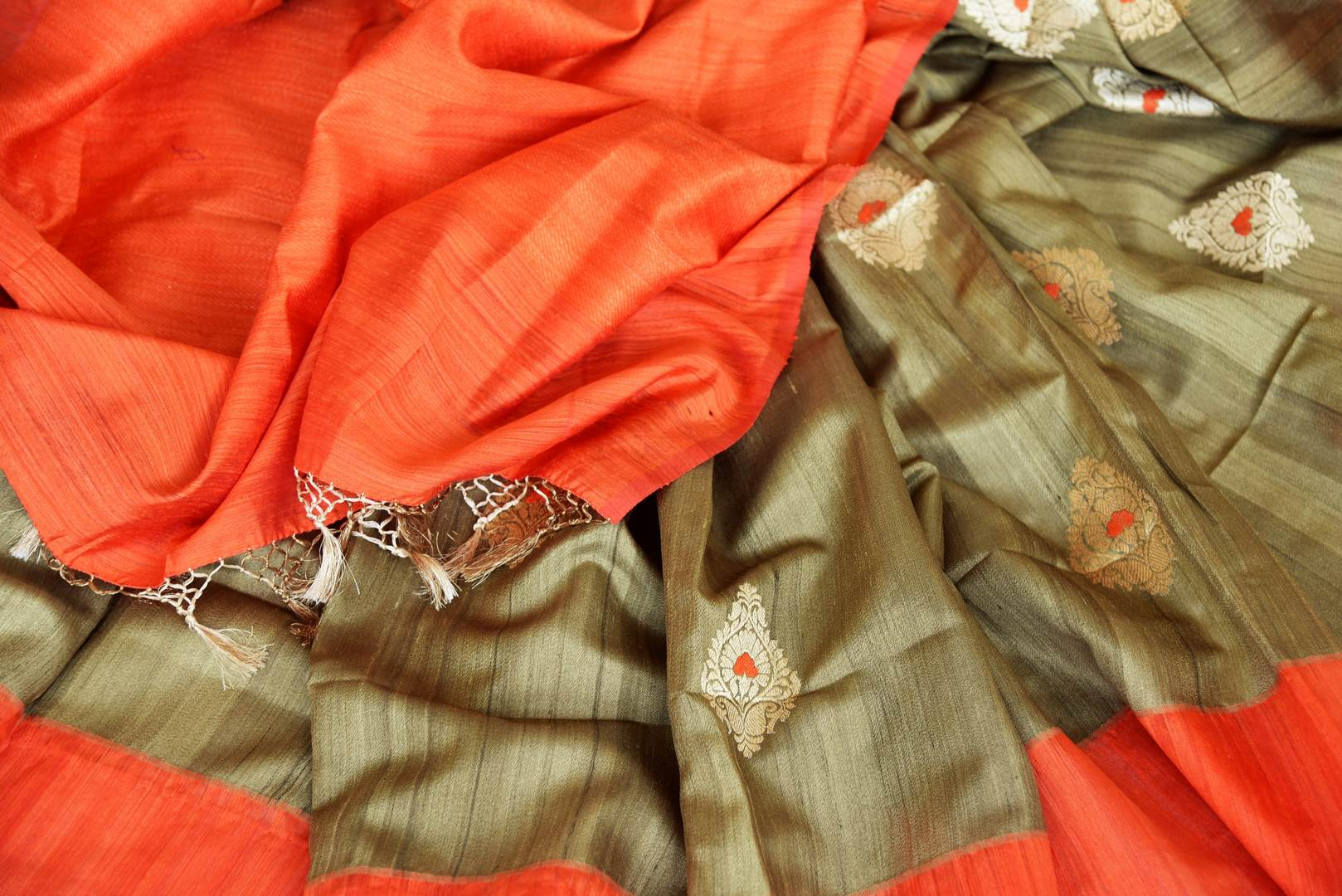 Shop olive green tussar Benarasi saree online in USA with red border and zari buta. Keep your wardrobe update with latest Indian handwoven saris from Pure Elegance Indian fashion store in USA. Shop beautiful Benarasi sarees, pure silk sarees, Kanchipuram sarees for Indian women in USA from our online store.-details
