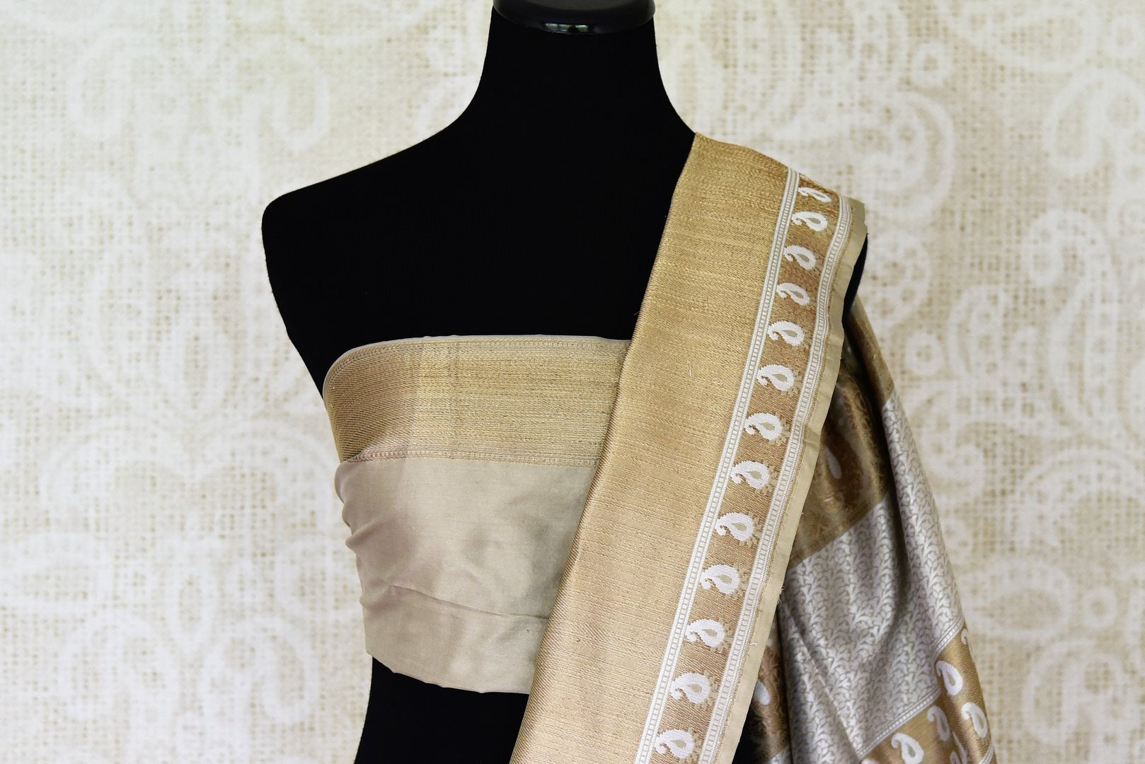 Buy traditional grey Banarasi silk saree online in USA with heavy zari border. Channel your inner Indian diva with a range exquisite traditional Banarasi silk saris from Pure Elegance Indian fashion store in USA. Shop now.-blouse pallu