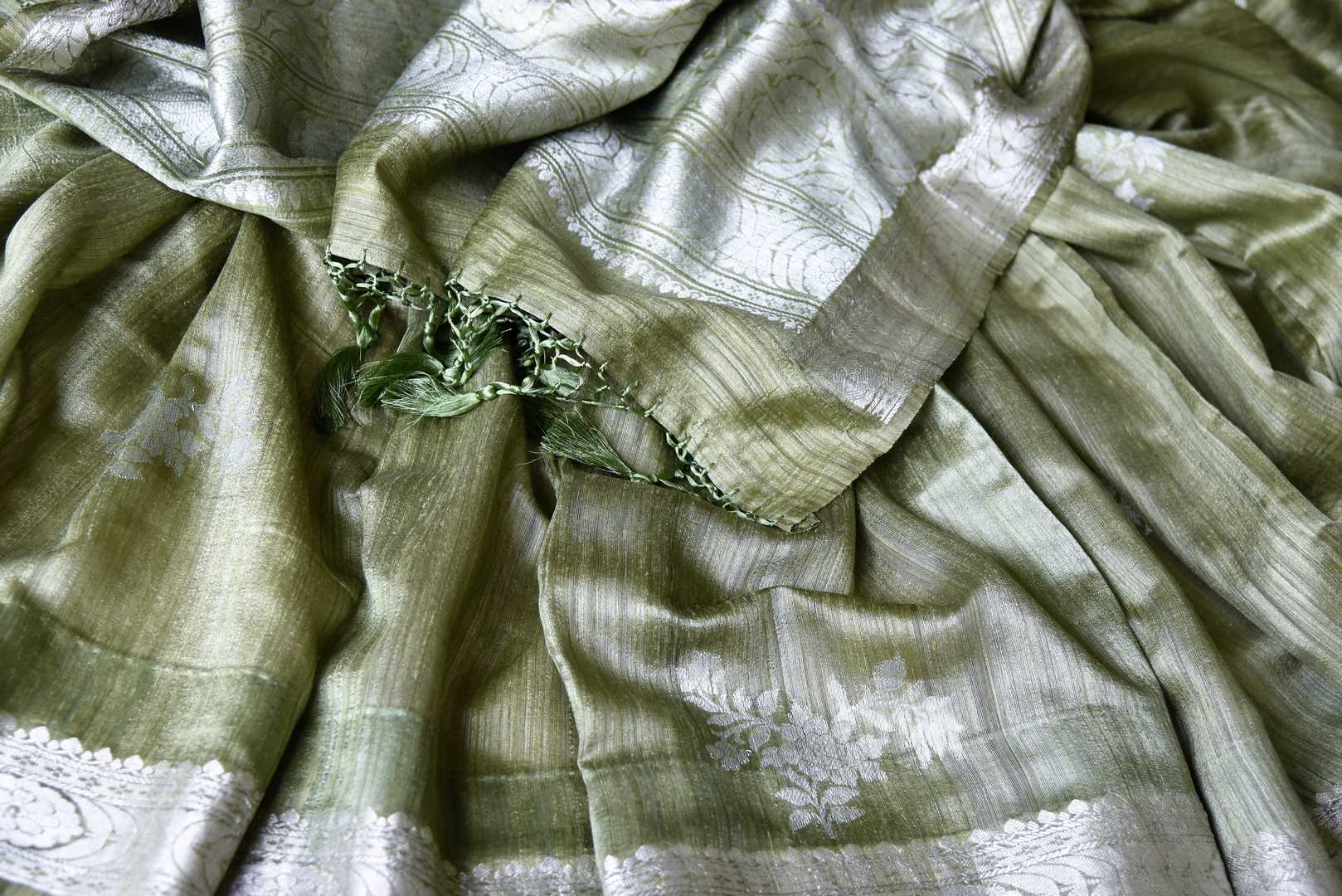 Buy pista green tussar Banarasi saree online in USA with floral zari buta and zari border. Be an epitome of elegance in exquisite Banarasi sarees from Pure Elegance Indian clothing store in USA.-details