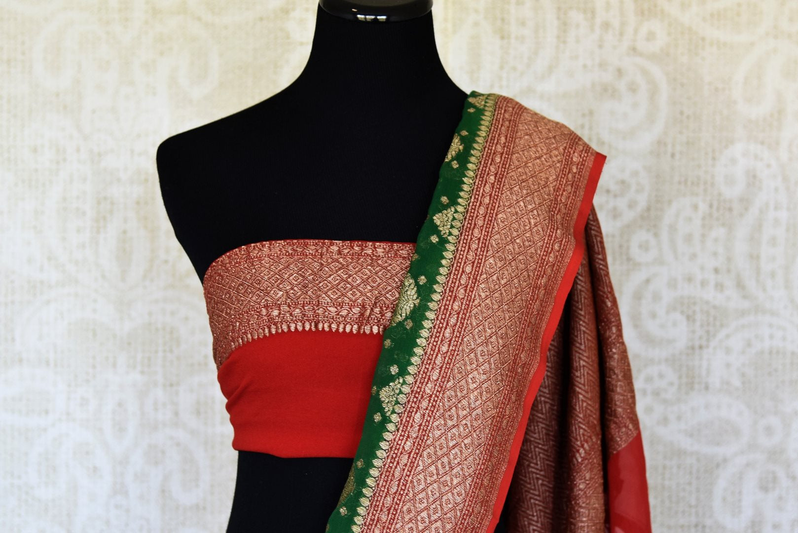 Shop green georgette Banarasi sari online in USA with red zari border. Feel traditional on special occasions in beautiful Indian designer saris from Pure Elegance Indian fashion store in USA. Choose from a splendid variety of Banarasi sarees, pure handwoven saris. Buy online.-blouse pallu