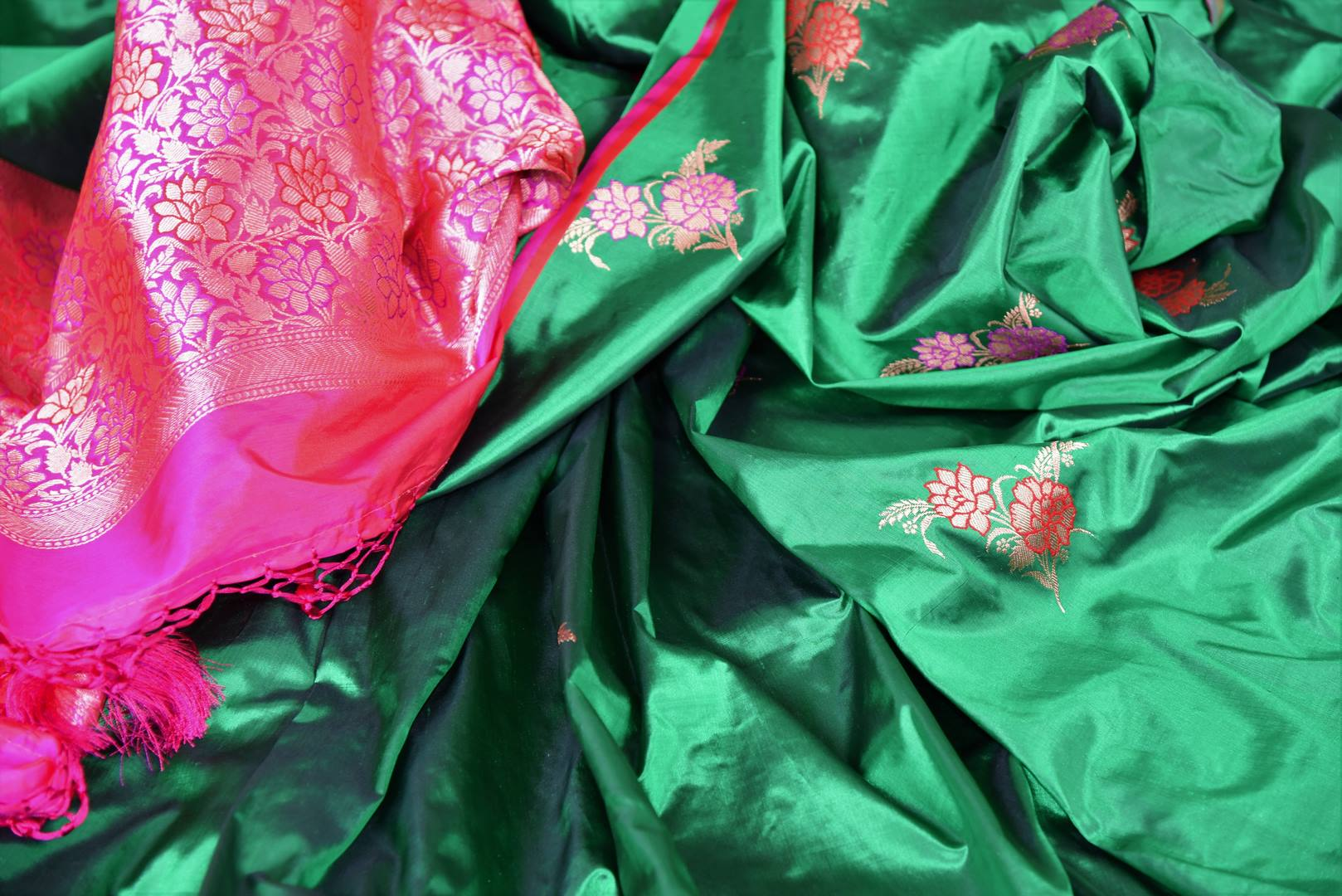 Shop green Banarasi silk sari online in USA with minakari zari floral buta. Be a vision in the beautiful Banarasi silk saris from Pure Elegance Indian clothing store in USA. Shop online now.-details
