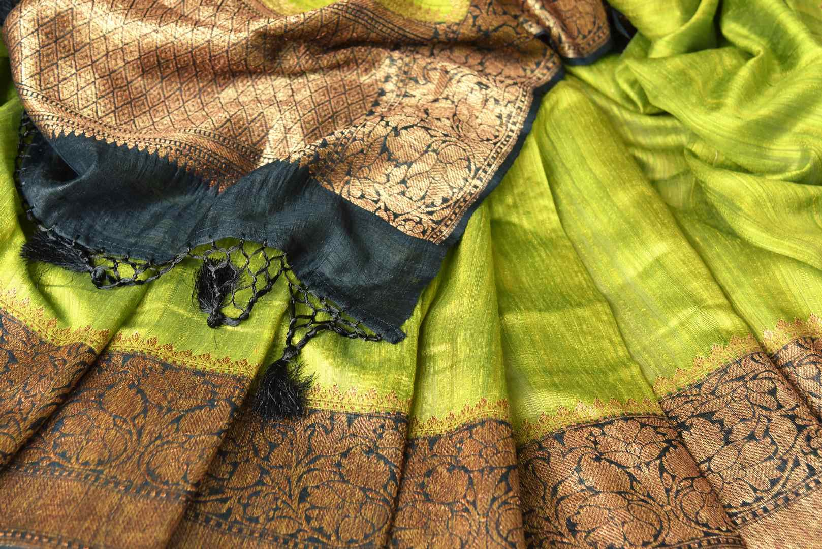 Buy lime green color tussar Benarasi saree online in USA with black zari border. Be an epitome of elegance in exquisite Banarasi saris from Pure Elegance Indian clothing store in USA.-details