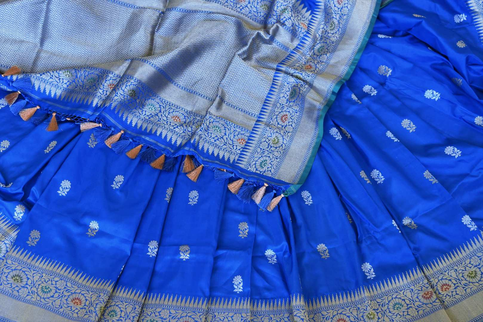 Buy blue Banarasi silk sari online in USA with flower buta and zari minakari border. Raise your ethnic style quotient at weddings and special occasions with exquisite Indian sarees from Pure Elegance Indian clothing store in USA. Pick from a tasteful collection of handloom sarees, pure silk sarees, Banarasi saris. Shop now.-details