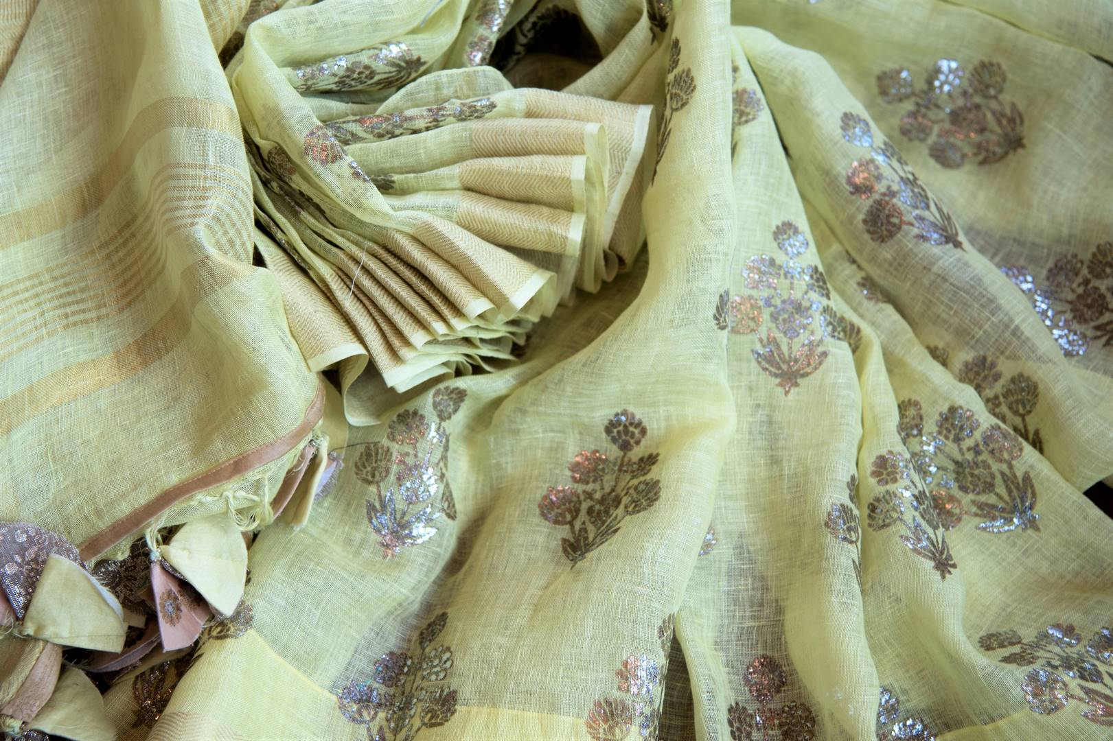 Buy yellow linen saree online in USA with zari border and beige saree blouse. Make your ethnic style even more stylish with an exclusive range on Indian handloom sarees from Pure Elegance Indian fashion store in USA. -details