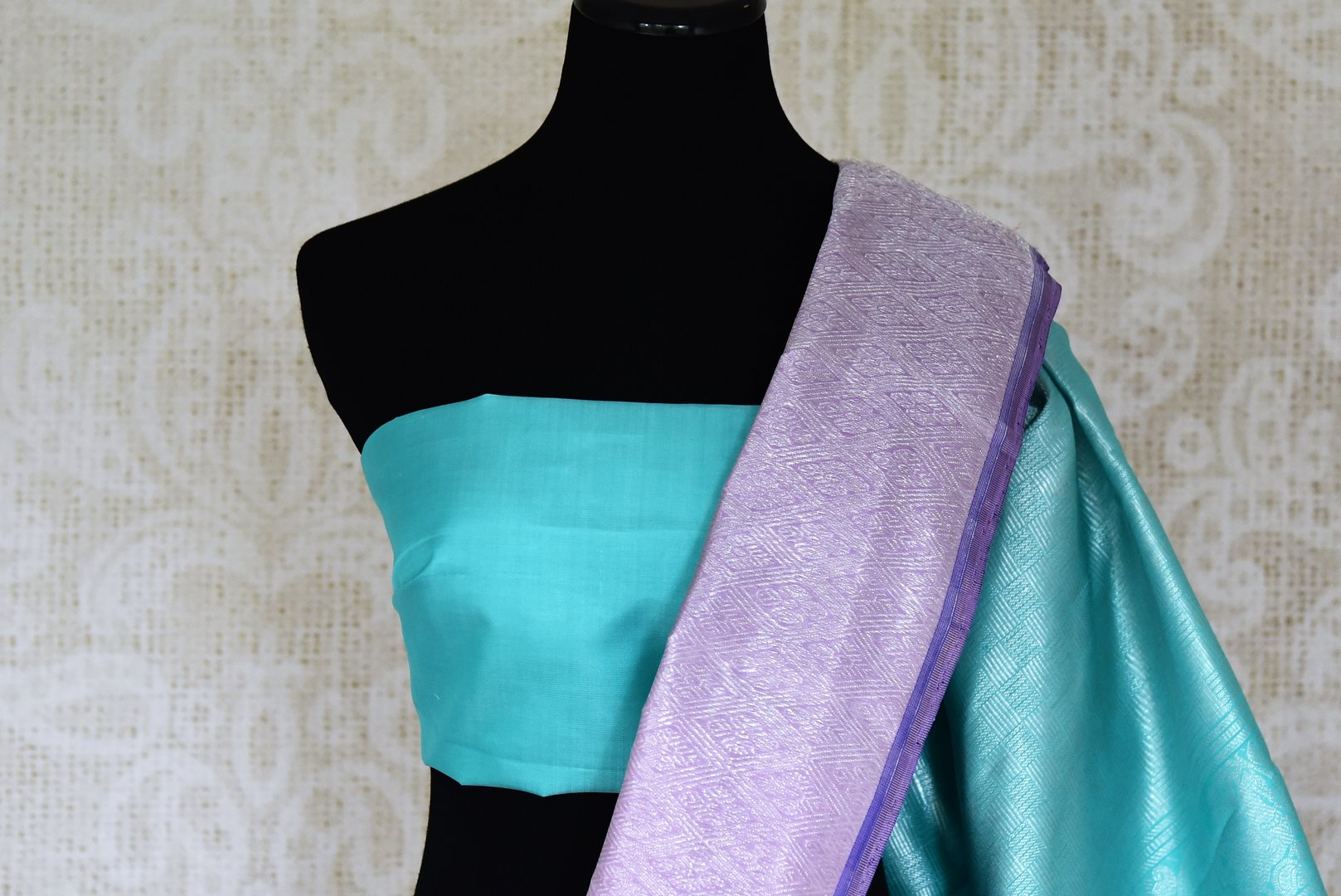 Buy lavender color silver zari work Kanjivaram sari online in USA. Shop beautiful Kanchipuram silk sarees, designer saris, handwoven silk sarees for special occasions from Pure Elegance Indian fashion store in USA.-blouse pallu